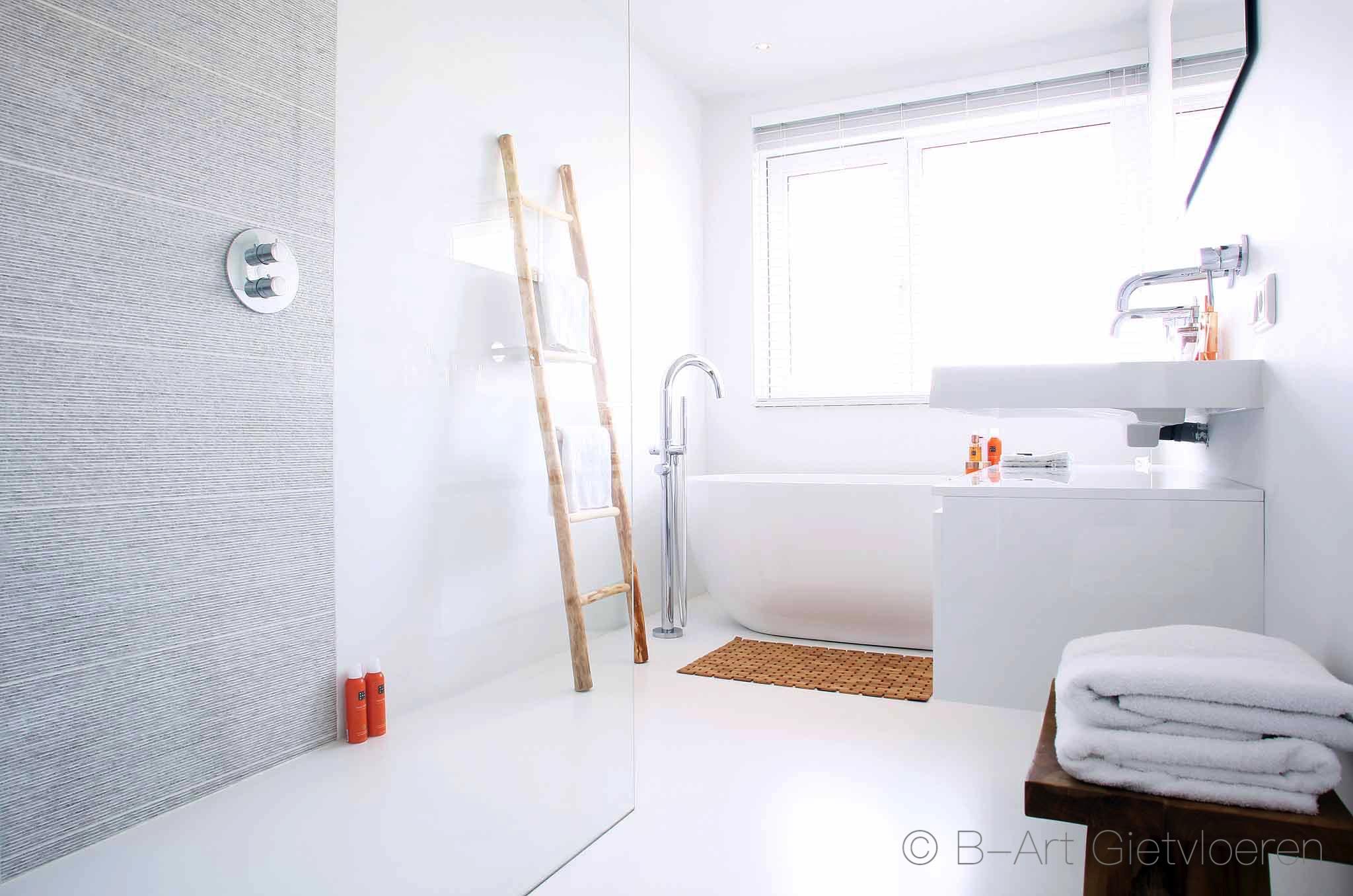 Badkamer Met Gietvloer : Gietvloer in uw badkamer zijn warm en zacht onder de voeten